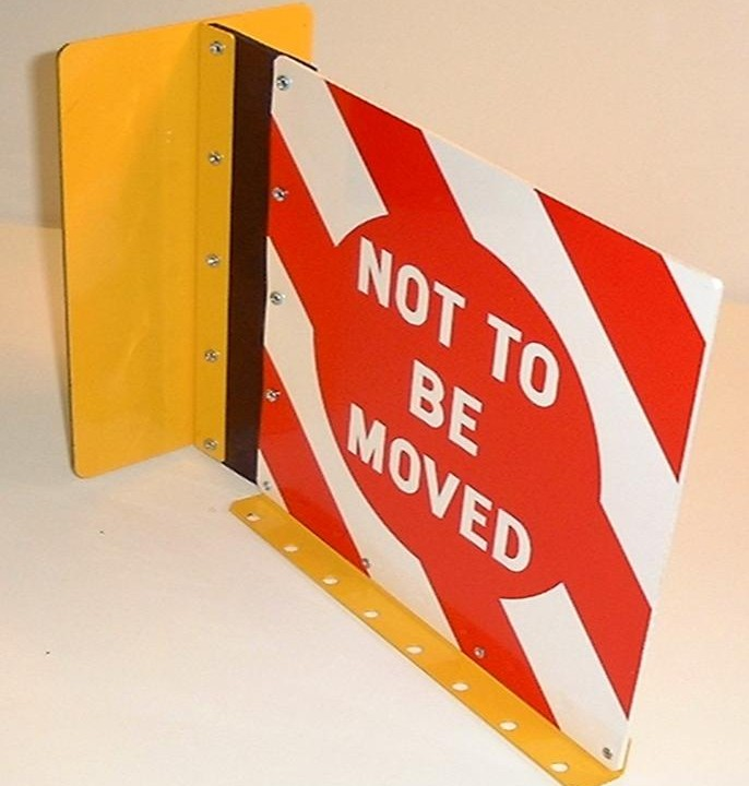 "MCE 902 Magnetic ""Not To Be moved"" Sign (Pads No. 056/138008)"