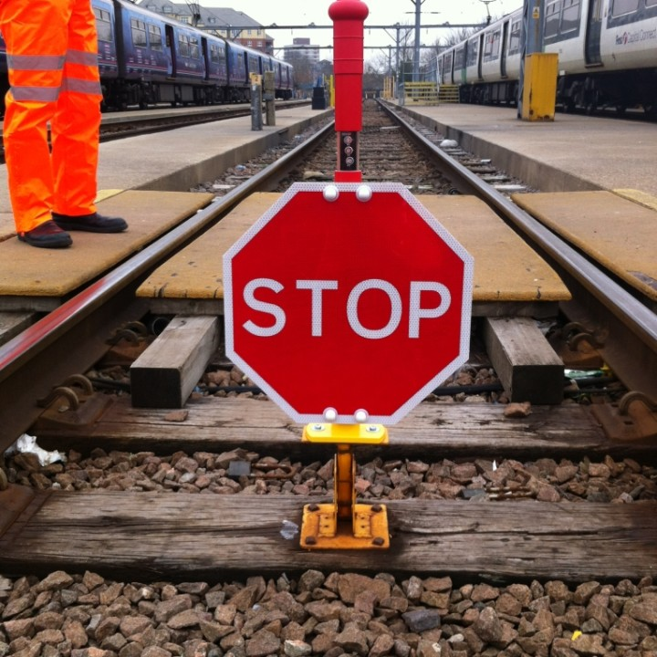 MCE 306 – Stiklite Hinged STOP Banner